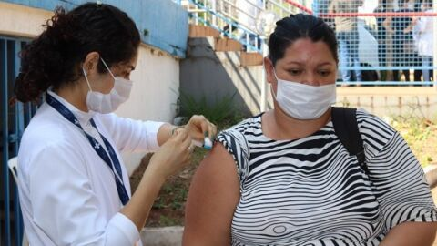 Campo Grande passa marca de meio milhão de pessoas 100% imunizadas