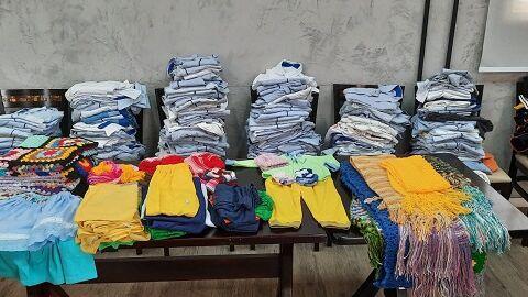 Venda de artesanatos de idosos levará roupas de frio à famílias vulneráveis