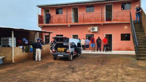"""Vídeo: polícia prende 6 homens """"parecidos"""" com assassinos de """"Bebeto"""" e estudantes de medicina"""