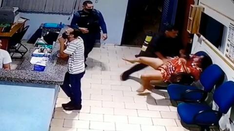 """""""Menino do Fuzil"""": 2º tenente é condenado por agredir mulher algemada no quartel"""