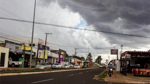 Tempestade acompanhada de raios deve ser clima do final de semana