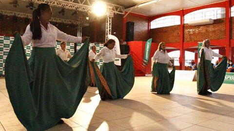 Festival de dança valoriza a melhor idade e promove a confraternização entre os idosos