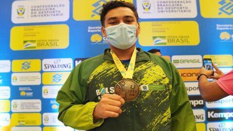 JUBs Brasília: Erick Taira domina as disputas do karatê e coloca a medalha dourada no peito