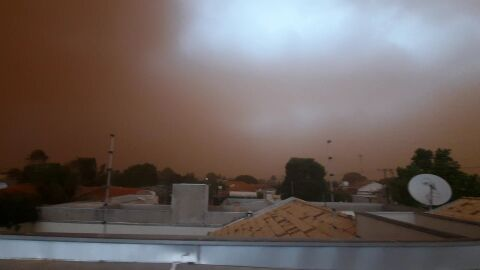 Video: tempestade de areia com chuva cerca Campo Grande
