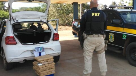 Homem é preso com 40 kg de maconha