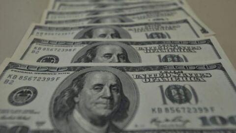 Dólar fecha em alta de 1,83%