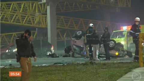 Acidente envolvendo 22 veículos no Paraná mata oito pessoas