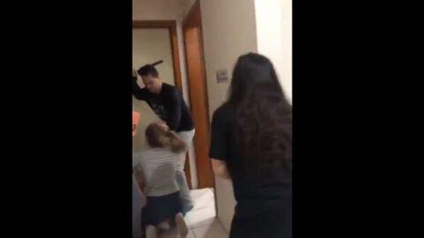 Vídeo: PM de folga invade casa e agride mulheres com cassetete