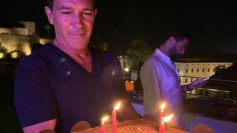 Antonio Banderas revela estar infectado com Covid-19 e adia aniversário
