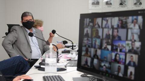 Vereadores retomam trabalhos legislativos com sessão por videoconferência