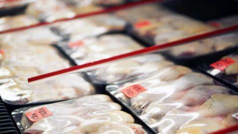 China encontra traços de Covid em asas de frango importadas do Brasil