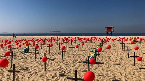 Com 101.136 mil óbitos por Covid, Brasil tem média de 1.001 mortes por dia