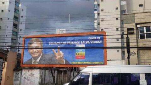Outdoor de Bolsonaro como 'garoto propaganda' da cloroquina é retirado