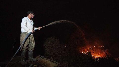 Incêndio no Pantanal do MT avança e pode atingir o maior hotel da região
