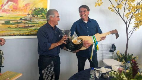 Após visita de Bolsonaro, Reinaldo Azambuja testa positivo para a Covid-19