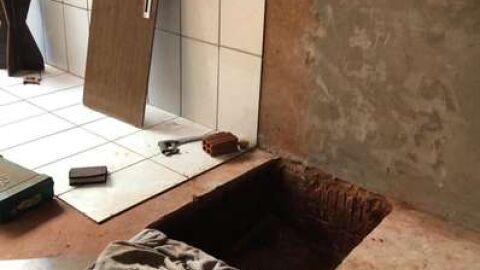 Homem é preso tentando se esconder em buraco na casa da mãe