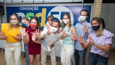 Marquinhos é oficializado candidato do PSD à reeleição e mantém Adriane Lopes