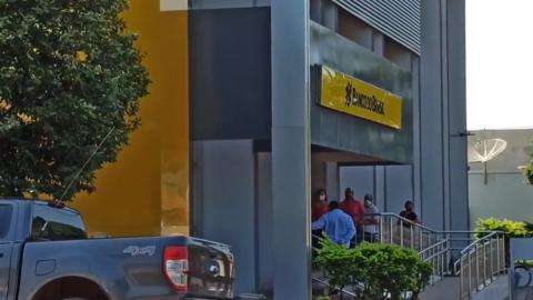 Dois bancos em Sidrolândia têm 10 funcionários para atender 35 mil clientes