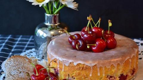 Receita de bolo de cereja com amêndoas