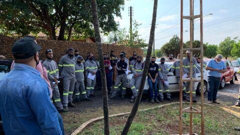 Trabalhadores fazem greve contra empresa alagoana contratada pela Energisa em MS