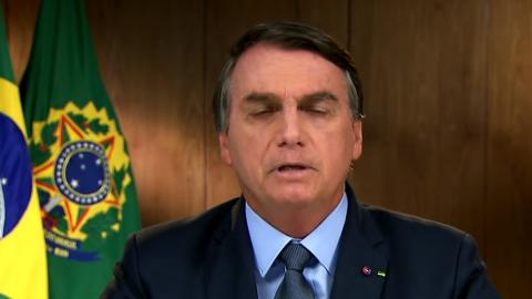 Bolsonaro diz que pagou R$5.522,10 de auxílio a cada brasileiro. Quem recebeu?
