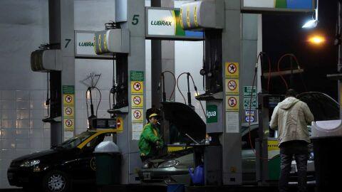 PCC usa rede de postos de combustíveis para lavar dinheiro, diz investigação