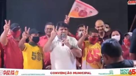 """Vídeo: candidato a prefeito faz até mudo """"falar"""" para pedir votos"""