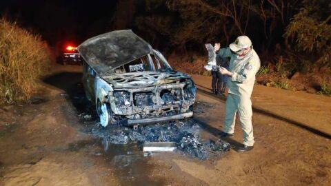 Carro furtado é incendiado por dupla em Dourados