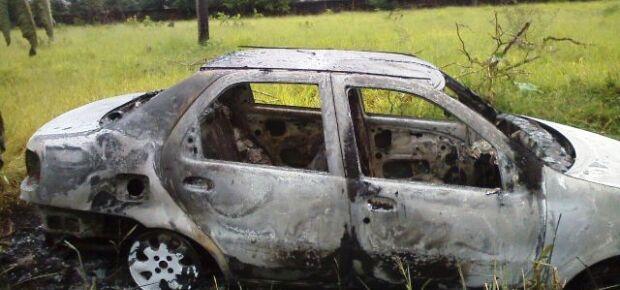 Bandidos queimam carro roubado e abandonam na Moreninha