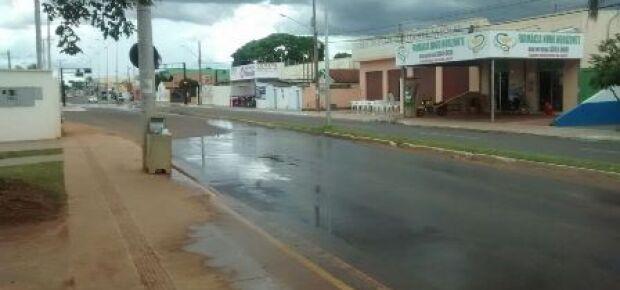 Leitor denuncia vazamento de caixa d'água do terminal Julio de Castilho