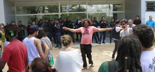Olarte oferece R$ 1milhão, mas artistas não aceitam e impasse continua