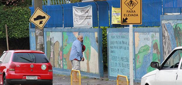 Pais tiveram que retornar a escola para buscar os filhos. // Foto: Wanderson Lara