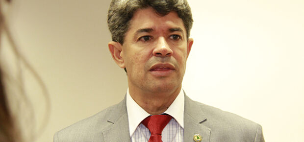 "Deputado tucano rebate Zeca e espera que prisão de Delcídio ""sirva de exemplo"""