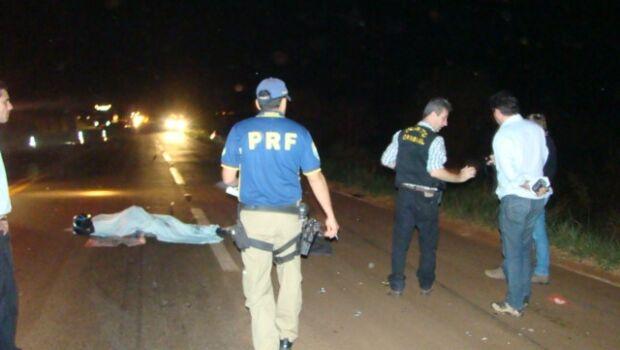 Motociclista morreu na BR163 (Foto: Sidnei L. Bronka)