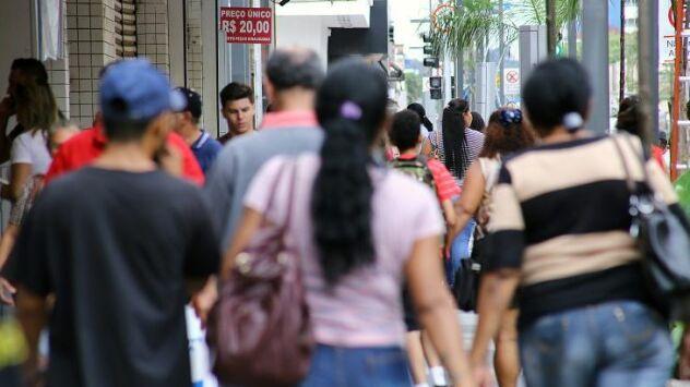 Isolamento social cai a 35% e contaminados por Covid passam dos 28 mil