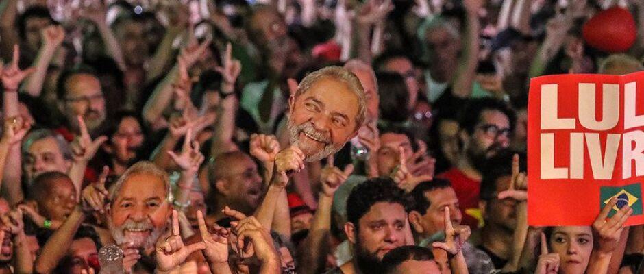 Lula pode sair da cadeia nesta terça-feira, diz jornal