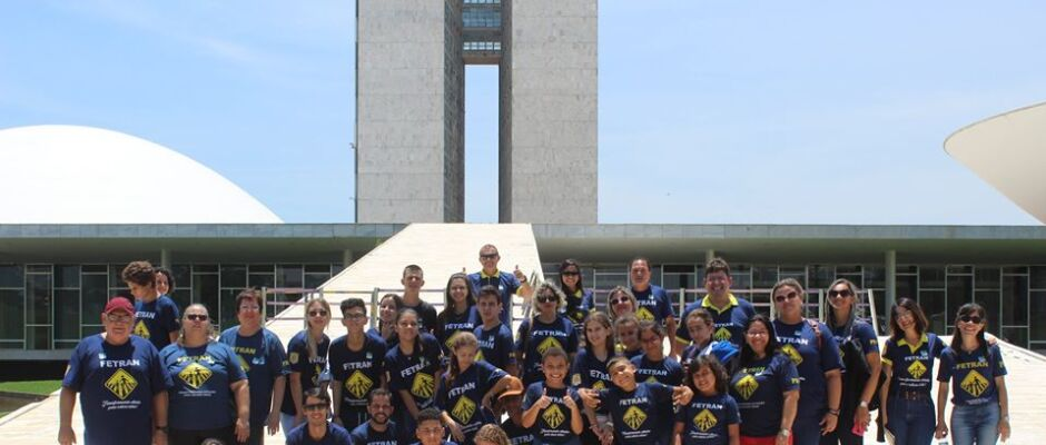 Campeãs de teatro do Fetran, escolas de MS recebem prêmios em Brasília