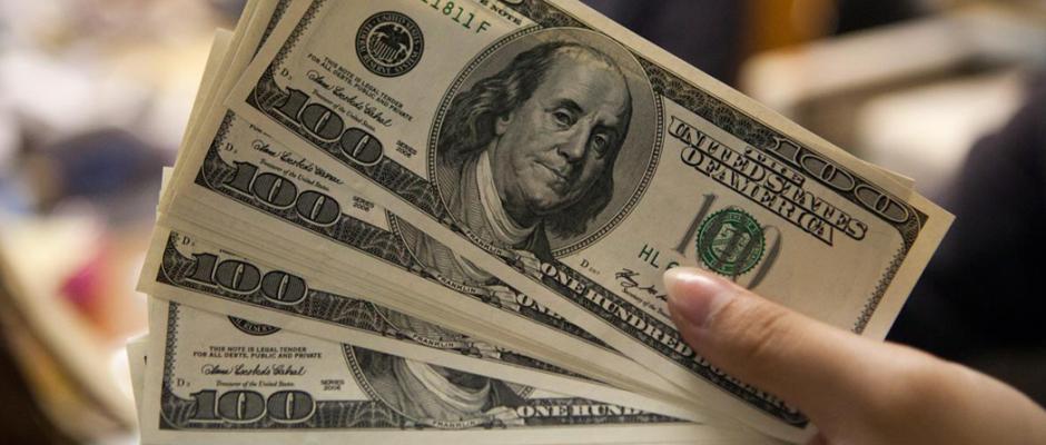 Dólar em alta; chega a R$ 4,40 pela 1ª vez na história