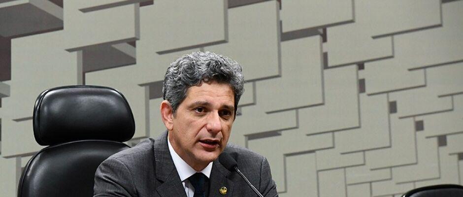 Bolsonaristas infiltrarão manifestação no domingo para badernar, diz senador