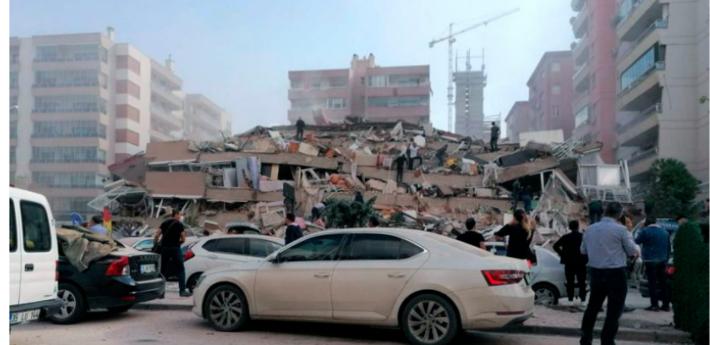 Prédios vieram abaixo após terremoto nesta manhã na Turquia