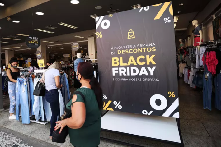 Movimentação no comércio do centro de São Paulo (SP), nesta sexta-feira (27), dia da Black Friday