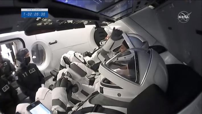 Minutos antes do lançamento da SpaceX ao espaço sideral profundo