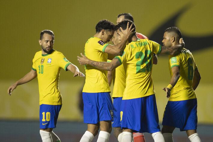 MAIS UMA VITÓRIA! #SeleçãoBrasileira derrotou a Venezuela por 1 a 0, com gol de Firmino.
