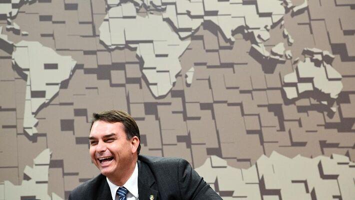 O senador Flávio Bolsonaro, em sessão de 2019