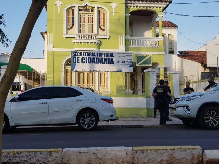 PF em frente a secretaria da Prefeitura de Corumbá