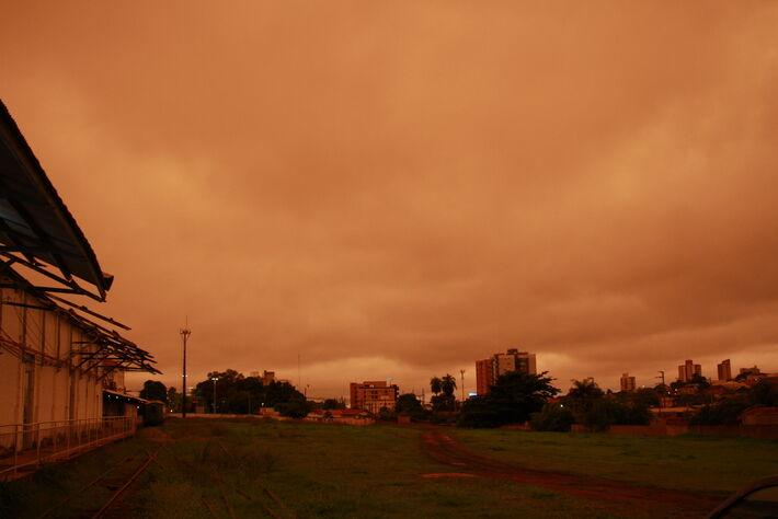Céu em Campo Grande durante a tarde ontem, (18.nov.2020)