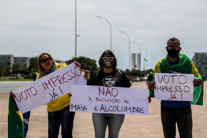Manifestantes fizeram ato a favor da volta do voto impresso e contra a reeleição de Rodrigo Maia e Davi Alcolumbre para as presidências da Câmara e do Senado