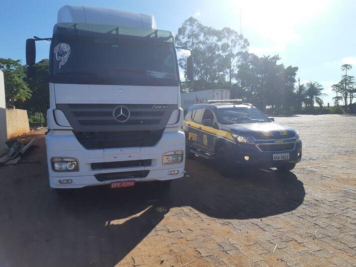 Foi constatado que o caminhoneiro dirigia sob efeito de álcool
