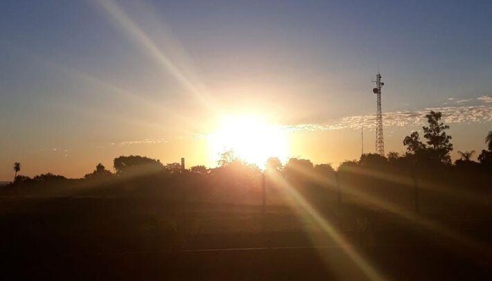 Sol brilha no céu corumbaense