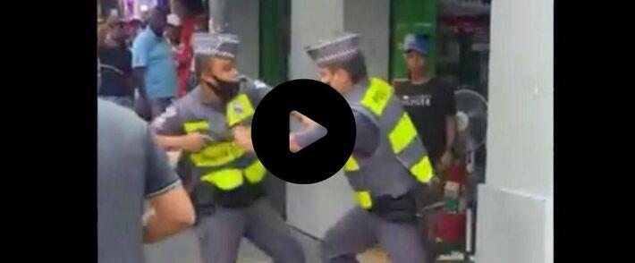 PM's brigam no Centro de São Paulo